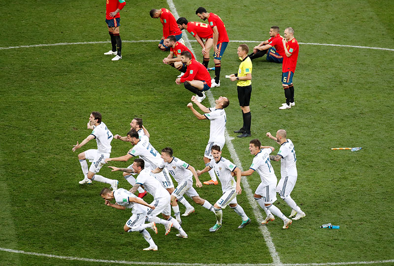 Soccer Football - World Cup - Round of 16 - Spain vs Russia - Luzhniki Stadium, Moscow, Russia - July 1, 2018  Russia players celebrate winning the penalty shootout   REUTERS/Maxim Shemetov