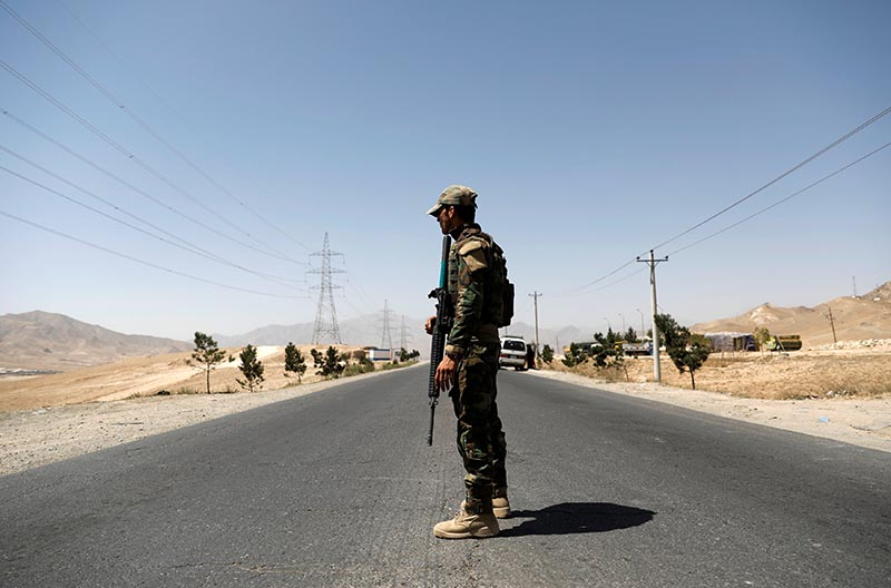 An Afghan National Army (ANA) soldier keeps watch at a checkpoint on the Ghazni highway, in Maidan Shar, the capital of Wardak province, Afghanistan, on August 12, 2018. Photo: Reuters