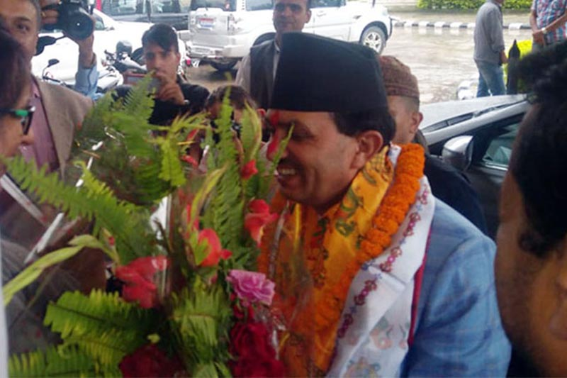 Appointed Minister for Law, Justice and Parliamentary Affairs Bhanu Bhakta Dhakal receives warm welcome at the office in Singha Durbar, Kathmandu, on Friday, August 3, 2018. Photo: RSS