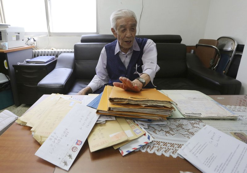 In this photo, Kim Kyung-jae, 86, speaks in front of letters sent from his North Korean sister during an interview at his office in Seoul, South Korea on Aug. 22, 2018. Photo: AP