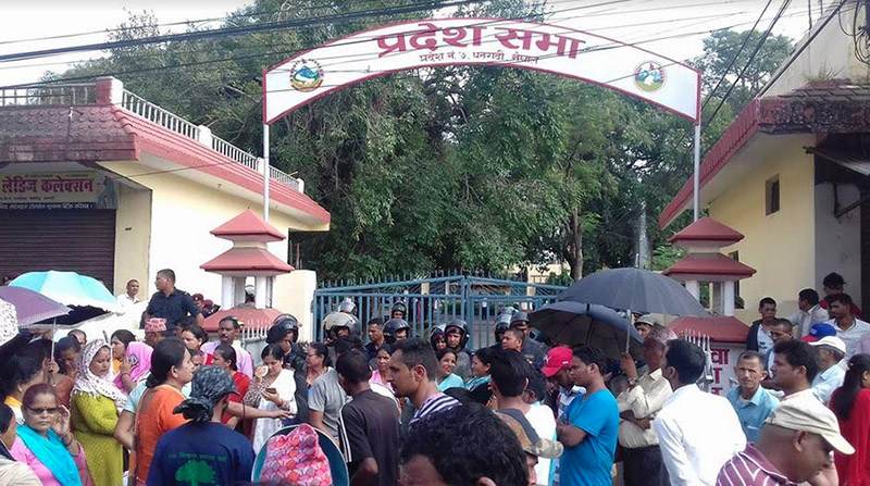 Locals protesting outside the provincial assembly building of Province 7, in Dhangadhi, on Friday, September 28, 2018. Photo: Tekendra Deuba/THT