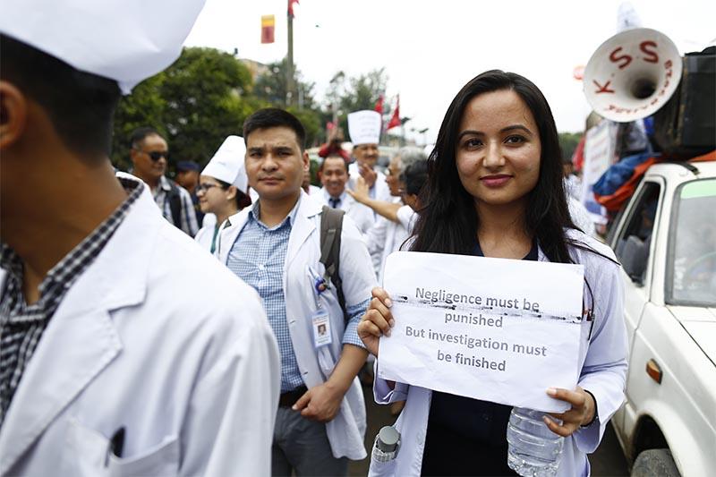 Doctors protesting criminalisation of medical negligence in the new penal code, in Kathmandu, on Sunday, September 2, 2018. Photo: Skanda Gautam/THT