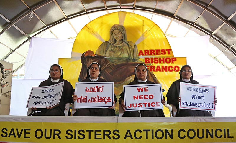 Nuns hold placards during a protest demanding justice after an alleged sexual assault of a nun by a bishop in Kochi, in the southern state of Kerala, India, September 13, 2018. Photo: Reuters