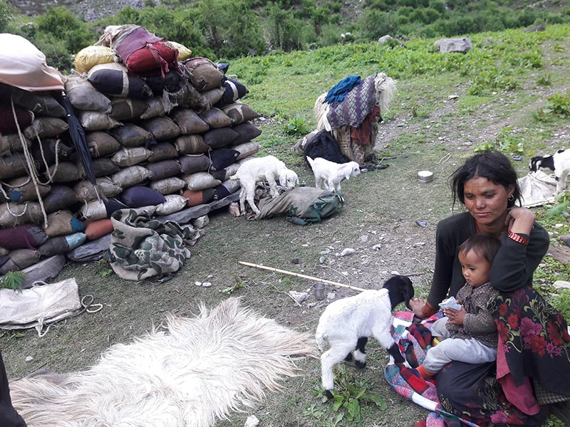 An indigenous woman and her child are seen resting during their migration, in Bajura, on Friday, September 14, 2018. Photo: Prakash Singh/ THT