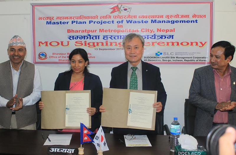 Mayor Renu Dahal of Bharatpur metropolis and Chairman of Sudokwon Landfill Site Management Corporation Seo joo Won showing the signed agreement, in Bharatpur, Chitwan, on Thursday, September 13, 2018. Photo: THT