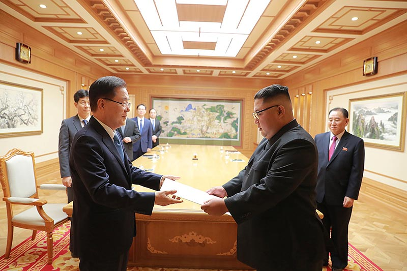 Chief of the national security office at Seoul's presidential Blue House Chung Eui-yong meets with North Korean leader Kim Jong Un in Pyongyang, North Korea September 5, 2018. Picture taken September 5, 2018. Photo: The Presidential Blue House /Handout via Reuters
