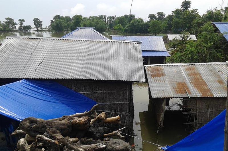 A settlement inundated by the flooded Saptakoshi River in Hanumannagar Kankalini Municipality, Saptari, on Sunday, September 16, 2018. Photo: THT