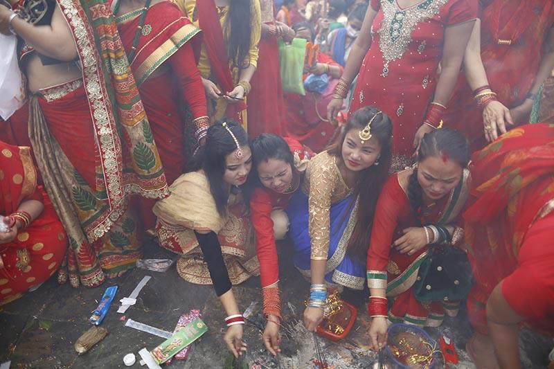 Devoted Hindu women offer ritual prayers during Teej festival on the premises of Pashupathinath Temple in Kathmandu, on Wednesday, September 12, 2018. Photo: Skanda Gautam/THT