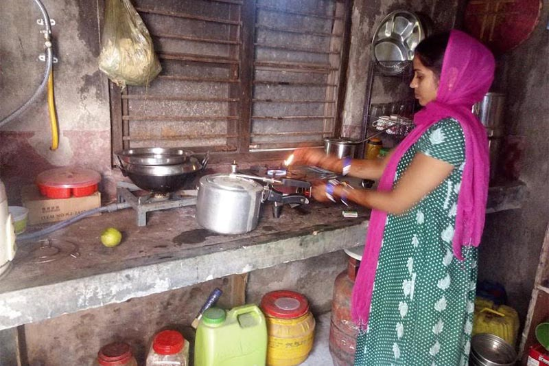 A woman using LPG cylinder to cook food after a recently completed biogas plant stopped nfunctioning, in Jatuwa, Biratnagar, on Tuesday, September11, 2018. Photo: THT