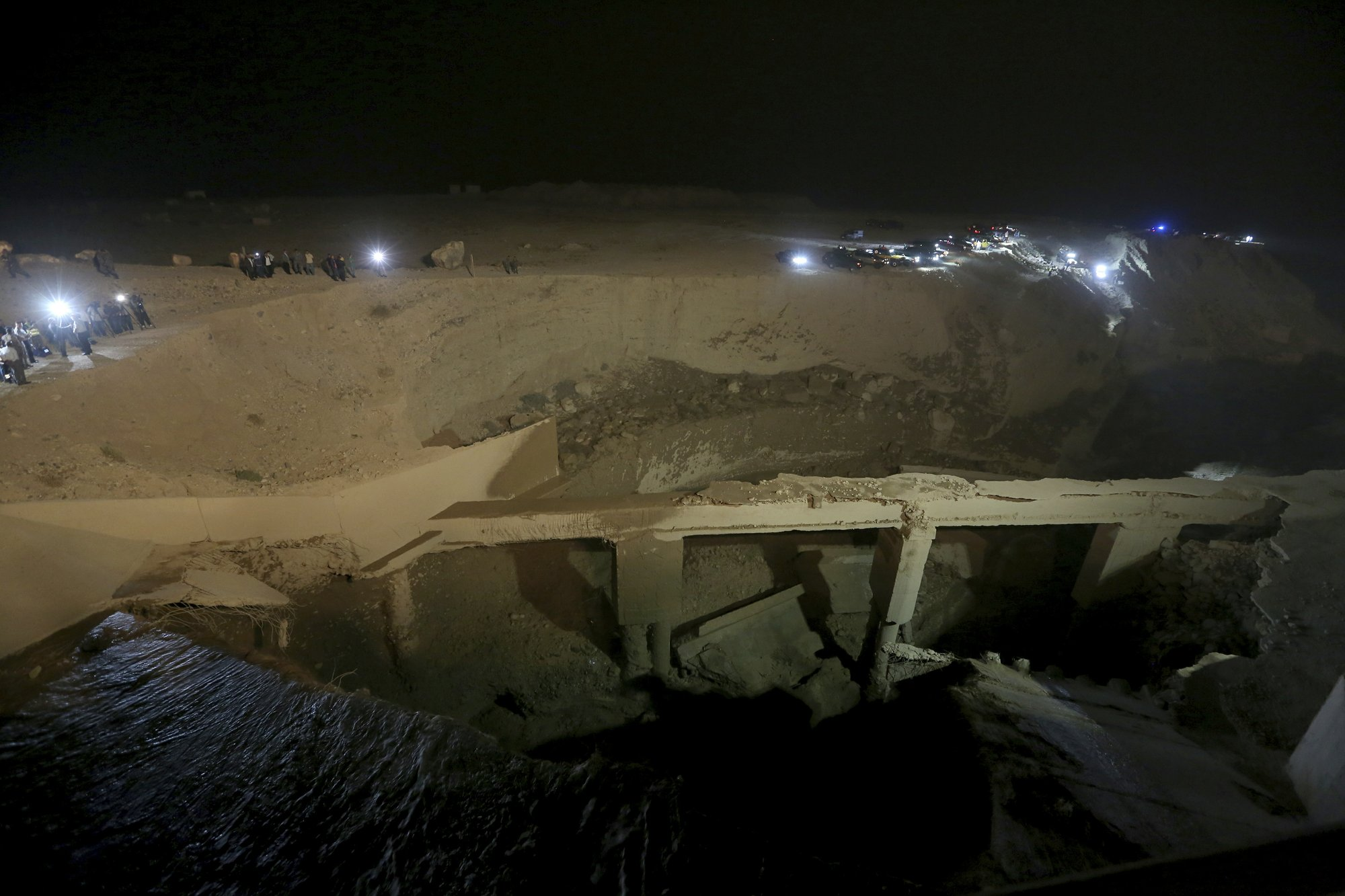 A general view shows the location of the accident where people were killed in a flash flood near the Dead Sea, Jordan, on Thursday, Oct. 25, 2018.  Photo: AP