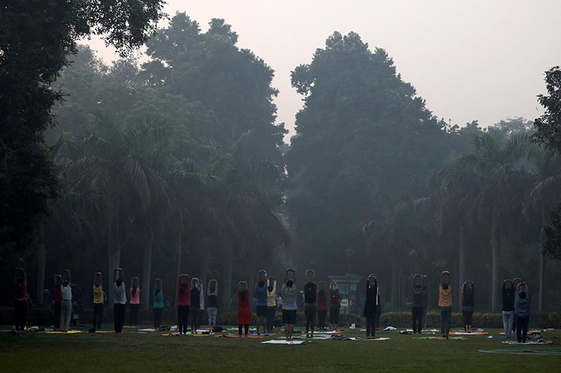 People exercise at a park on a smoggy morning in New Delhi, India, October 30, 2018.  Photo: Reuters