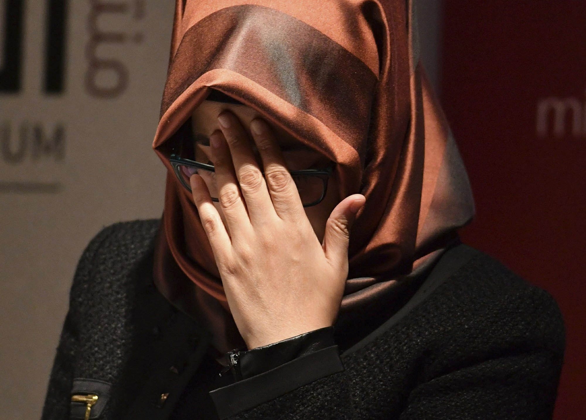 Hatice Cengiz, the fiancee of the killed Saudi journalist Jamal Khashoggi, reacts as she speaks during a memorial event for her fiancee at the Mechanical Engineers Institute in London, on Monday Oct. 29, 2018. Photo: AP