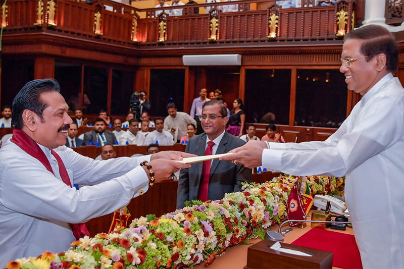 Sri Lanka's newly appointed Prime Minister Mahinda Rajapaksa (L) is sworn in as the Minister of Finance and Economic Affairs before President Maithripala Sirisena in Colombo, Sri Lanka October 29, 2018. Photo: Reuters
