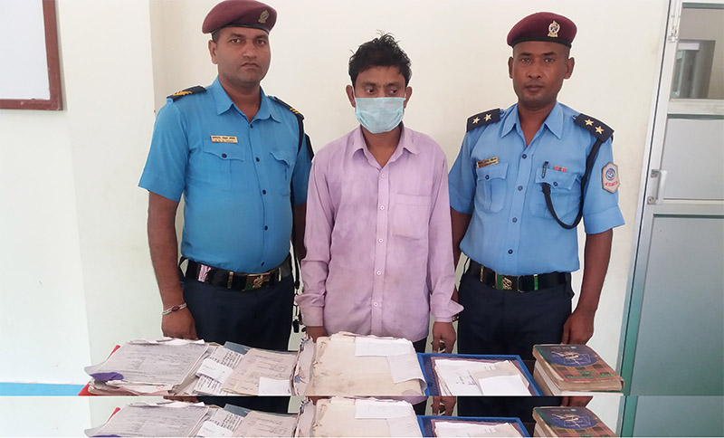 The arrestee Md Sallam Seikh of Kanchanroop Municipality-11, along with seized documents, being made public by police for forging government documents, in Saptari, on Tuesday, October 2, 2018. Photo: Byas Shankar Upadhyay/THT