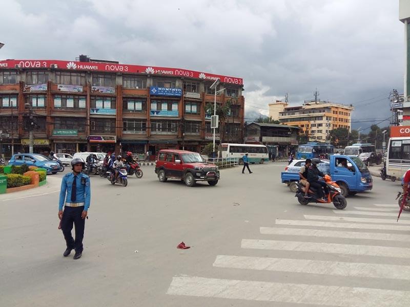 Vehicles plying along the main road at Tripureshwor Chok in Kathmandu, on September 10, 2018. Photo: Sandeep Sen/ THT Online