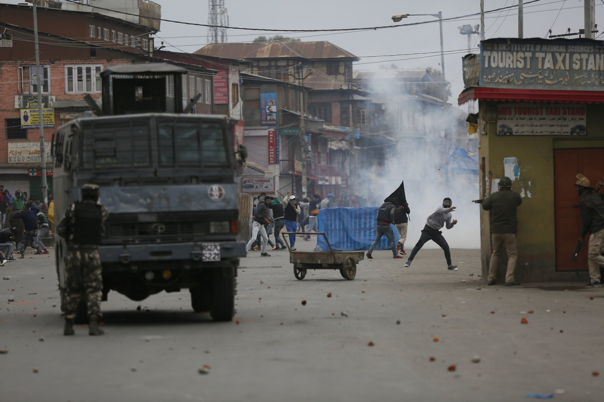 FILE: Kashmiri Muslim protesters clash with Indian government forces during the fourth phase of local elections in Srinagar, Indian controlled Kashmir, Tuesday, Oct. 16, 2018. Photo:AP