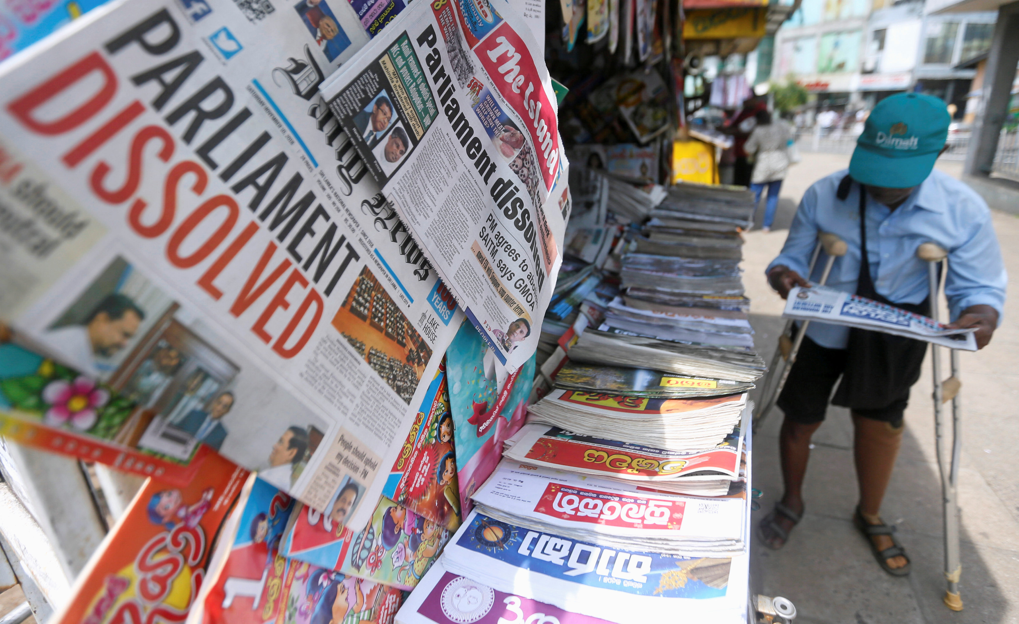 A man reads a newspaper at stall carrying the news of the Sri Lanka's parliament being dissolved, on a main road in Colombo, Sri Lanka November 10, 2018.REUTERS