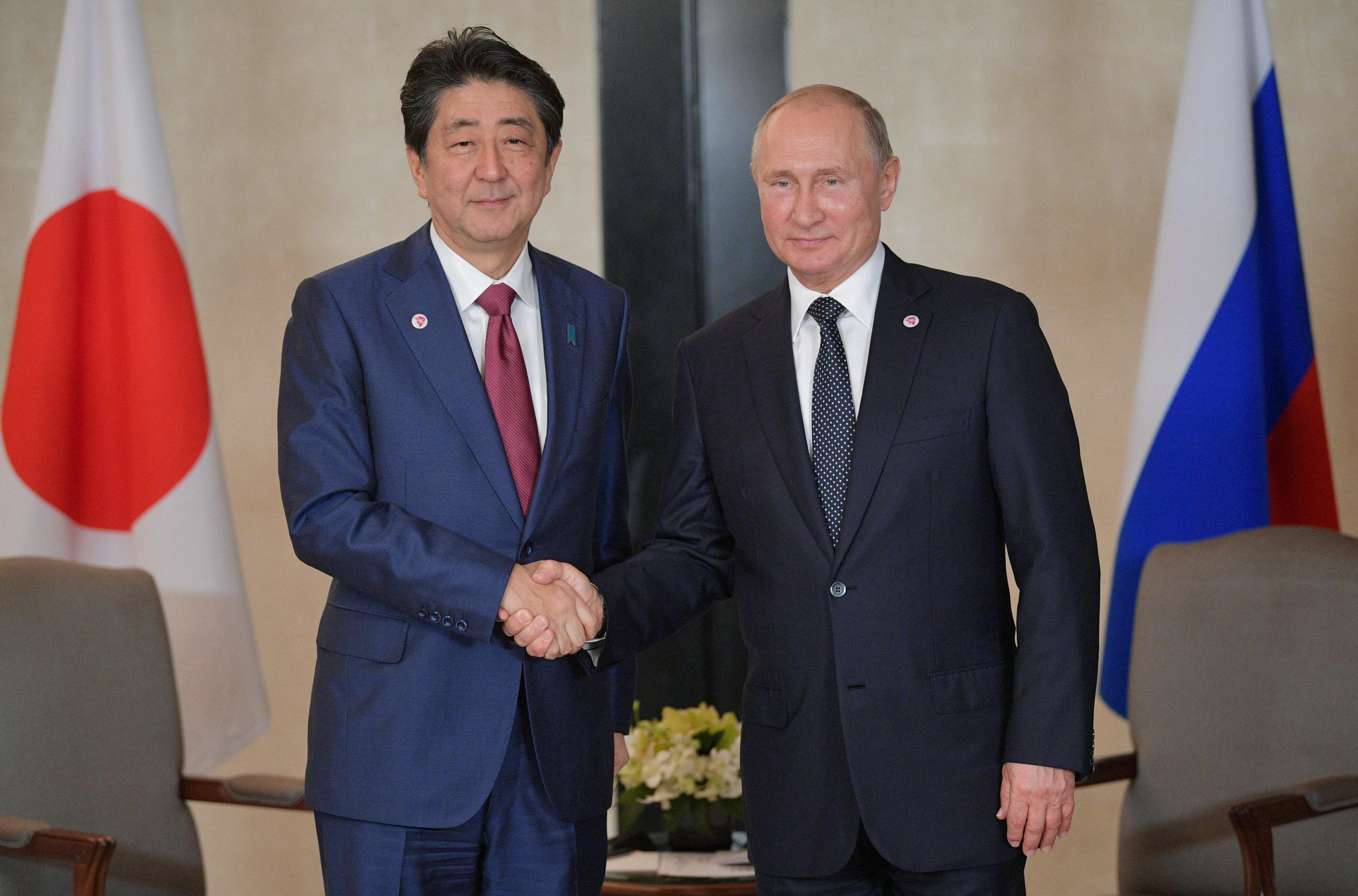 Japanese Prime Minister Shinzo Abe and Russian President Vladimir Putin attend a meeting on the sidelines of the ASEAN-Russia Summit in Singapore, November 14, 2018. Sputnik/Alexei Druzhinin/Kremlin via REUTERS