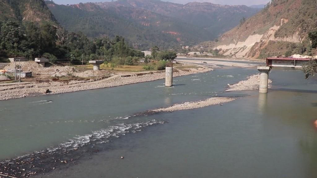 An under-construction bridge meant to connect Nuwakot and Dhading district at Trishuli River. Photo: Keshav Adhikari/THT n