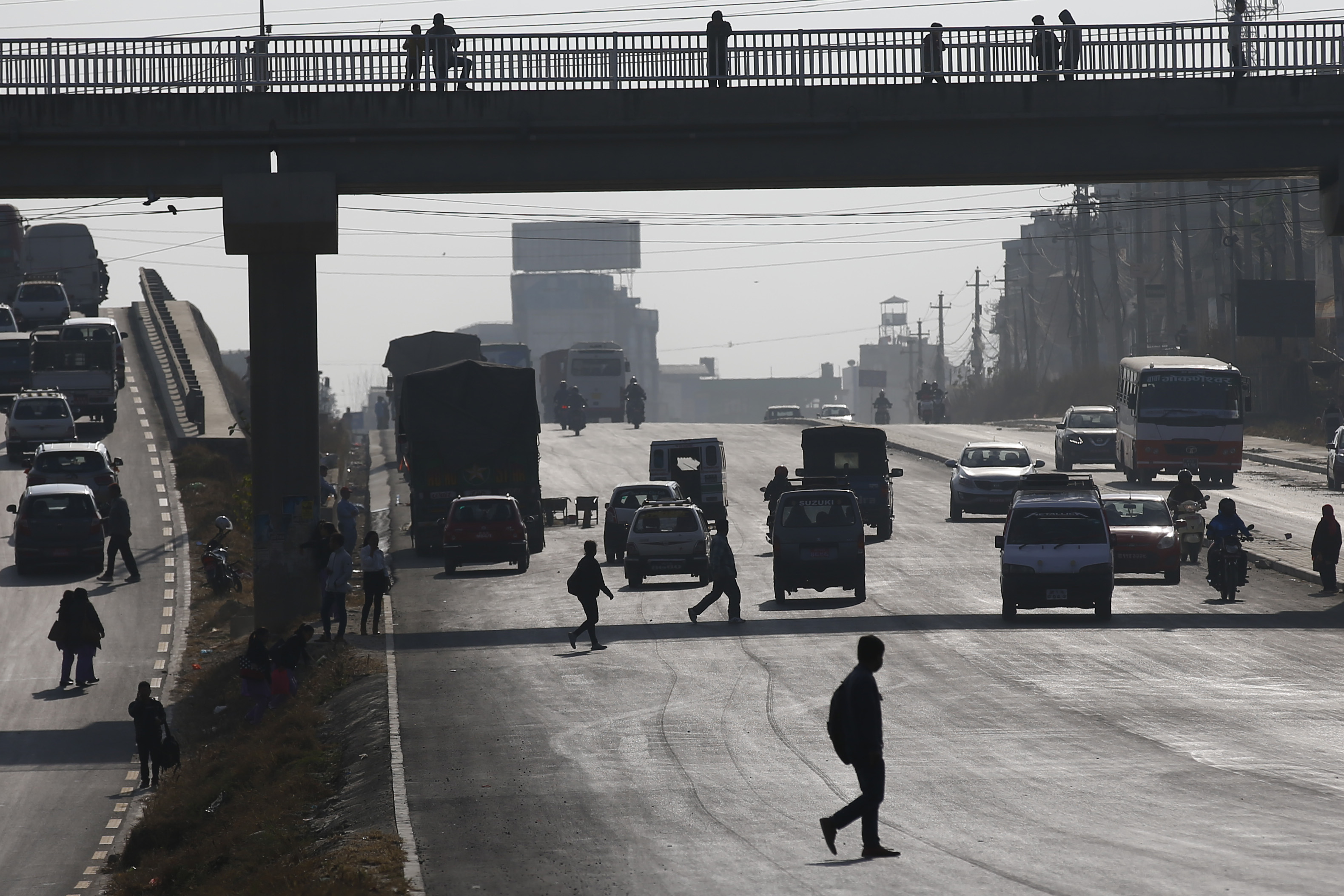 Jay-walkers cross a highway despite presence of overhead bridges along the newly reconstructed Koteshwor-Kalanki stretch in Kathmandu, on Thursday, November 15, 2018. According to media sources, in the past three months, accidents along the road section have claimed nine lives and injured more than 170 persons. Photo: Skanda Gautam/THT