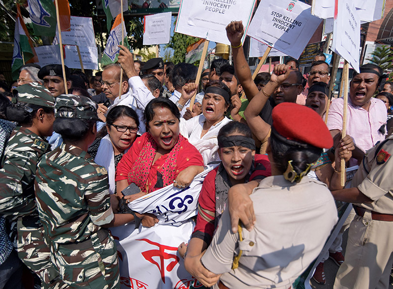 Activists of Assam Pradesh Congress Committee (APCC) shout slogans during a protest against the killings of five Bengali-speaking Hindu men by suspected Indian militants in Assam's Tinsukia district, in Guwahati, India, on November 2, 2018. Photo: REUTERS