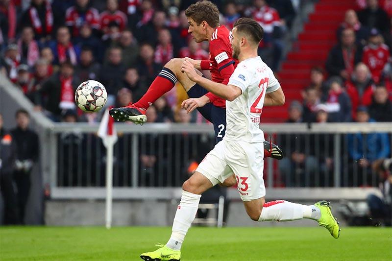 Bayern Munich's Thomas Mueller scores their second goal. Photo: Reuters