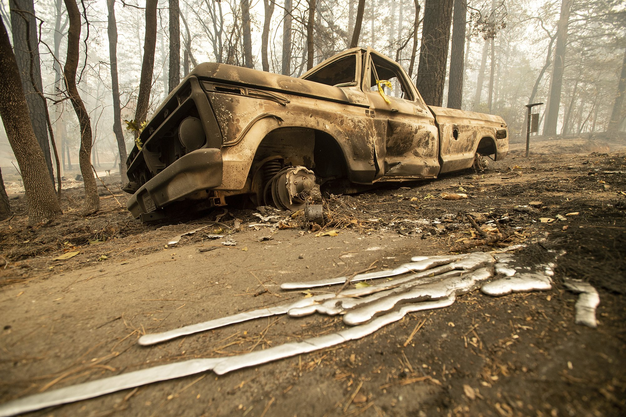 A burned pick-up truck rests on Pearson Rd. after the wildfire burned through Paradise, Calif., on Saturday, Nov. 10, 2018. Photo: AP