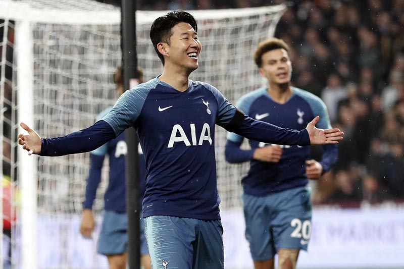 Tottenham Hotspur's Son Heung-Min celebrates after scoring his side's second goal during the English League Cup 4th round soccer match between West Ham United and Tottenham Hotspur at the London stadium in London, Wednesday, Oct. 31, 2018. Photo: AP