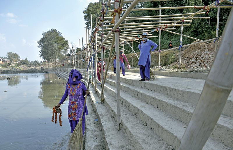 People cleaning the banks of a pond for Chhath festival, in Kathmandu,u00a0 on Saturday. Photo: THT