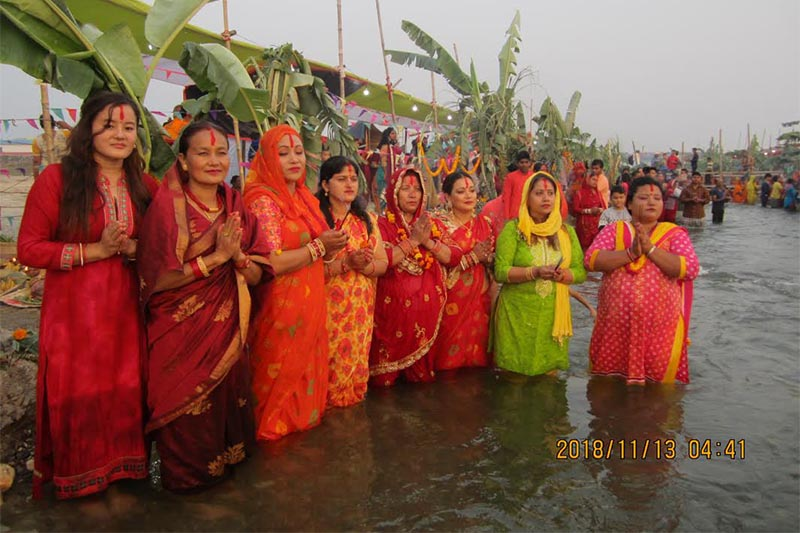 Devotees offering prayers to the setting sun on the occasion of Chhath festival on the banks of the Triyuga River in Udayapur, on Tuesday, Novenver 13, 2018. Photo: THT