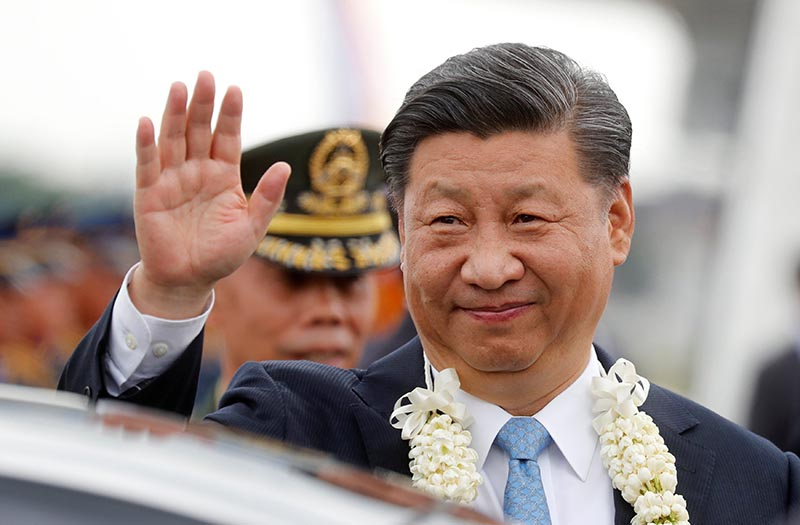 China's President Xi Jinping waves to the crowd upon his arrival at Ninoy Aquino International airport during a state visit in Manila, Philippines, November 20, 2018. Photo: Reuters