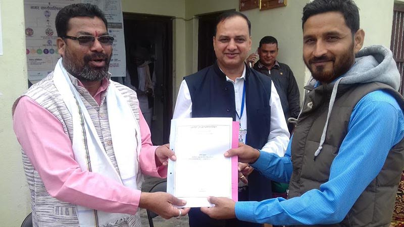 Dhangadi sub-metropolis Mayor Nripa Bahadur Odd (left) handing over an agreement paper for construction of a playground to the representative of consumersu2019 committee in Rampur, Kailali, on Monday, November 19, 2018. Photo:THT