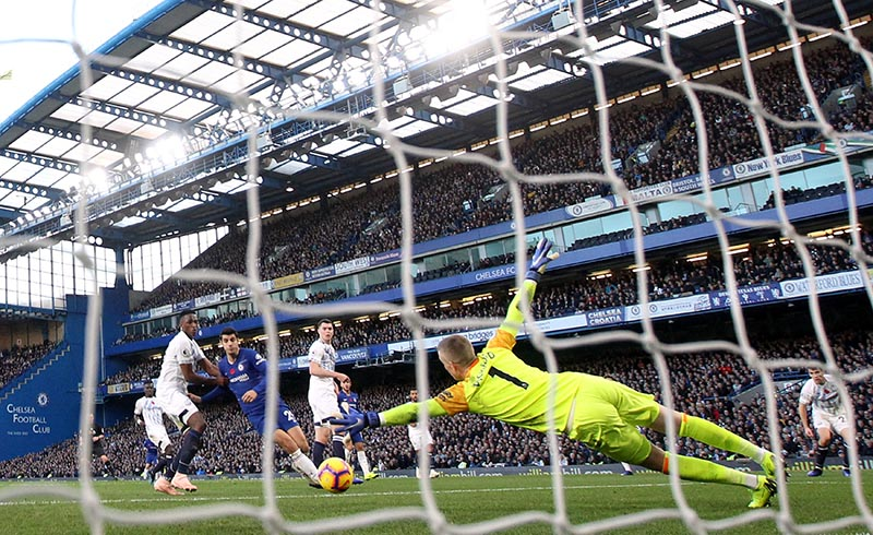 Everton's Jordan Pickford saves a shot from Chelsea's Alvaro Morata during the Premier League match between Chelsea and Everton, at Stamford Bridge, in London, Britain, on November 11, 2018. Photo: Reuters