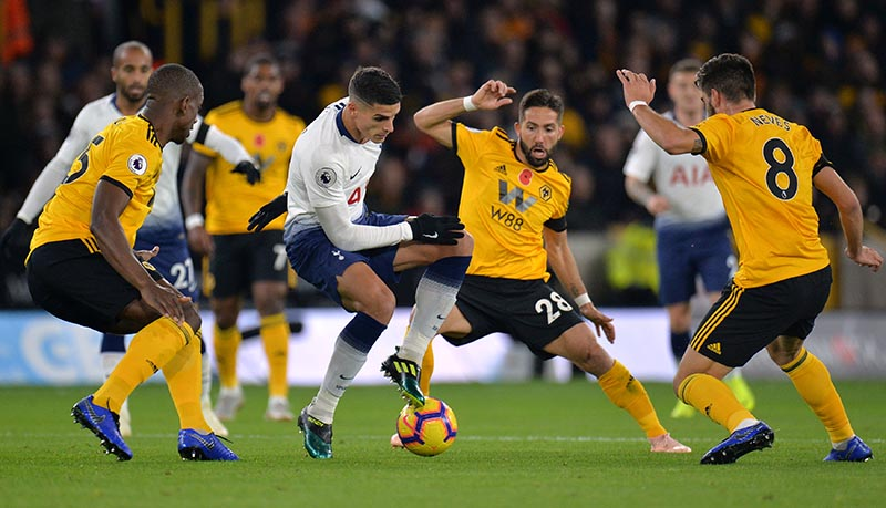 Tottenham's Erik Lamela in action with Wolverhampton Wanderers' Willy Boly, Joao Moutinho and Ruben Neves during Premier League match between Wolverhampton Wanderers and Tottenham Hotspur, at Molineux Stadium, in Wolverhampton, Britain, on November 3, 2018. Photo: Reuters