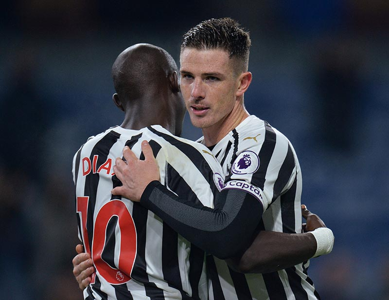 Newcastle United's Ciaran Clark and Mohamed Diame celebrate after the match during  Premier League match between Burnley and Newcastle United, at Turf Moor, in Burnley, Britain , on November 26, 2018. Photo: Reuters