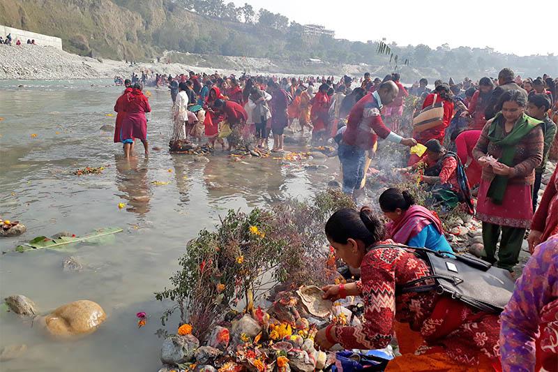 Devotees thronged Ramghat on the Seti River banks to observe the 'Haribodhini Ekadashi' fair in Pokhara, on Monday, November 19, 2018. Photo: Rishiram Baral