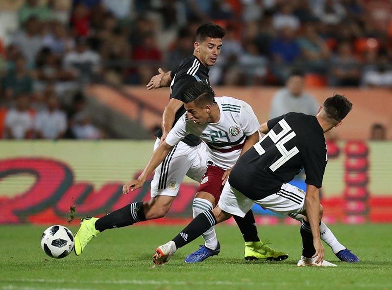 Mexico's Roberto Alvarado in action with Argentina's Franco Cervi during the International Friendly match between Argentina and Mexico, at Estadio Malvinas Argentinas,in Mendoza, Argentina, on  November 20, 2018. Photo: Reuters