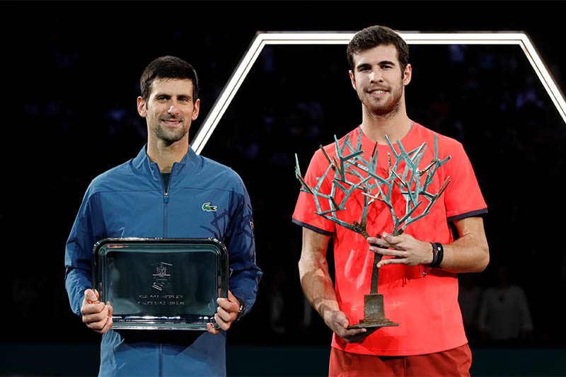 Karen Khachanov of Russia (R) with the winners trophy alongside runner up Novak Djokovic of Serbia after the final. Photo: Reuters