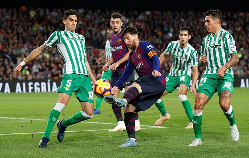 Barcelona's Lionel Messi in action with Real Betis' Marc Bartra  during the La Liga Santander match between FC Barcelona and Real Betis, at Camp Nou, in Barcelona, Spain, on November 11, 2018. Photo: Reuters