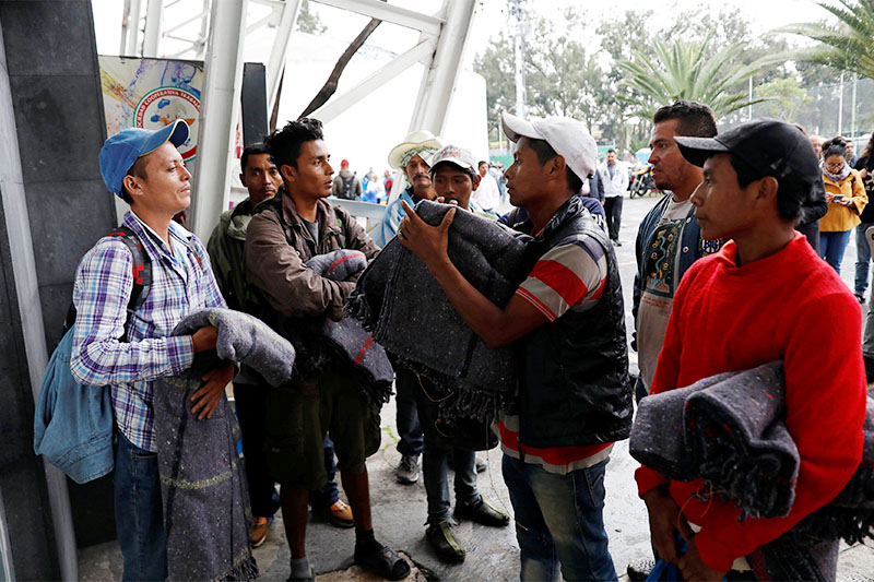 Migrants from Honduras, part of the caravan traveling from Central America en route to the United States, are pictured with blankets delivered after arriving at a sport centre used as a shelter, in Mexico City, Mexico November 4, 2018. Photo: Reuters