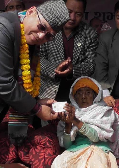 Bhagwati Bhandari, 101, receiving the first-ever national identity card (inset) from Home Minister Ram nBahadur Thapa, in Panchthar district of Province 1, on Monday, November 19, 2018. Photo: THT