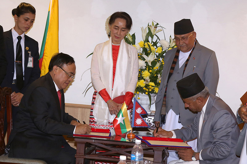 Minister for Foreign Affairs Pradeep Kumar Gyawali and Minister for International Trade and Cooperation of Myanmar Kyaw Tin signing the trade agreement on behalf of Nepal and Myanmar, in presence of Prime Minister KP Sharma Oli and State Counsellor of Myanmar Aung San Suu Kyi, in Kathmandu, on Friday, November 30, 2018. Photo: RSS