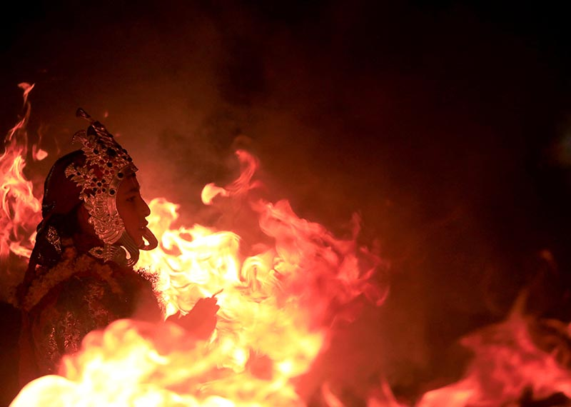 A medium dressed as a deity stands near the fire as he performs during the traditional Kartik Dance Festival at Patan Durbar Square in Lalitpur, Nepal November 22, 2018. Photo: Reuters