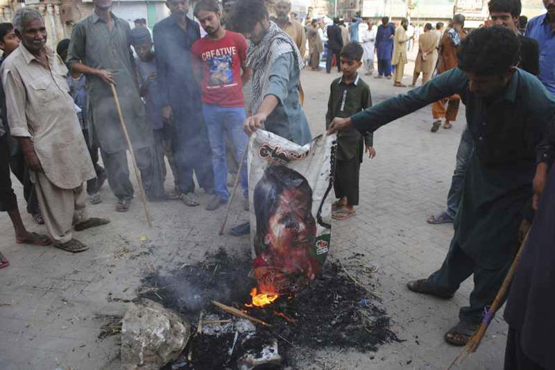Pakistani protesters burn a poster image of Christian woman Asia Bibi, who has spent eight-years on death row accused of blasphemy and acquitted by a Supreme Court, in Hyderabad, Pakistan, on Thursday, November 1, 2018. Bibi plans to leave the country, her family said Thursday, as Islamists mounted rallies demanding Bibi be publicly hanged, and also called for the killing of the three judges, including Chief Justice Mian Saqib Nisar, who acquitted Bibi. Photo: AP