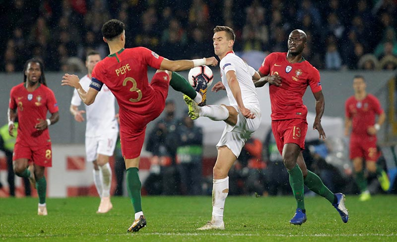Portugal's Pepe in action with Poland's Arkadiusz Milik during the UEFA Nations League League A Group 3 match between Portugal and Poland, at Estadio D. Afonso Henriques, in Guimaraes, Portugal, on November 20, 2018. Photo: Reuters