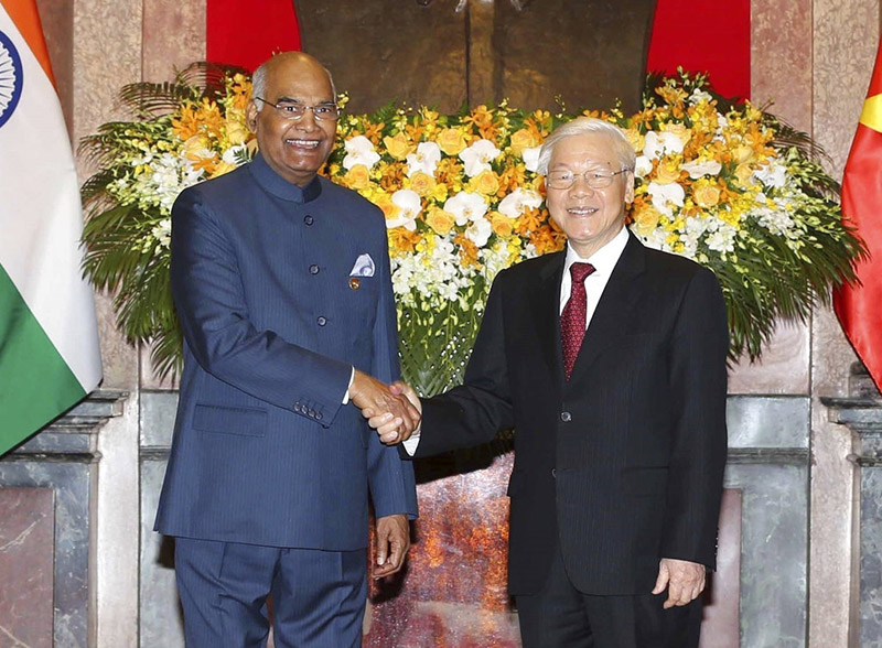 Indian President Ram Nath Kovind, left, shakes hands with Vietnamese President Nguyen Phu Trong before heading for talks behind closed doors in Hanoi, Vietnam, on Tuesday, November 20, 2018. Kovind is on a three-day visit to Vietnam to boost trade, defence and security cooperation between the two countries. Photo: Vietnam News Agency via AP