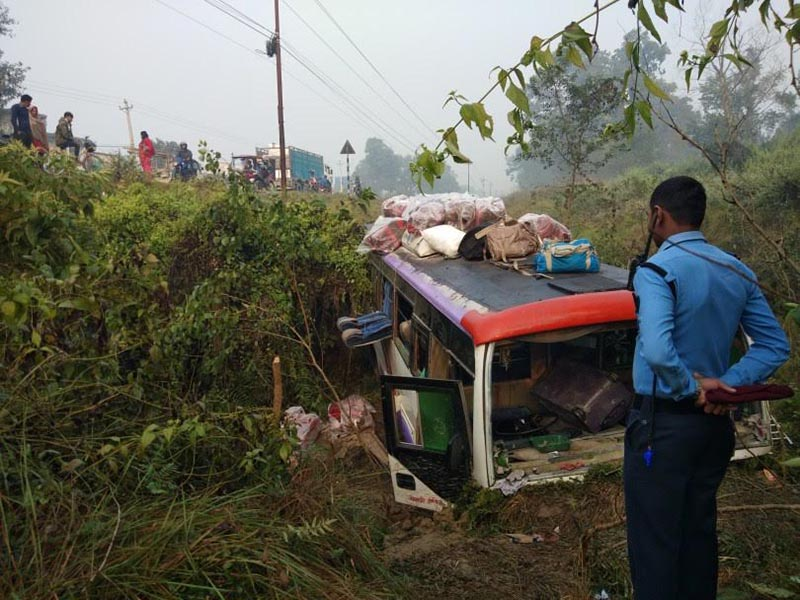 A view of the wrecked bus that met with an accident in Sunwal of West Nawalparasi along the East-West highway, on Wednesday, November 21, 2018. Photo: THT