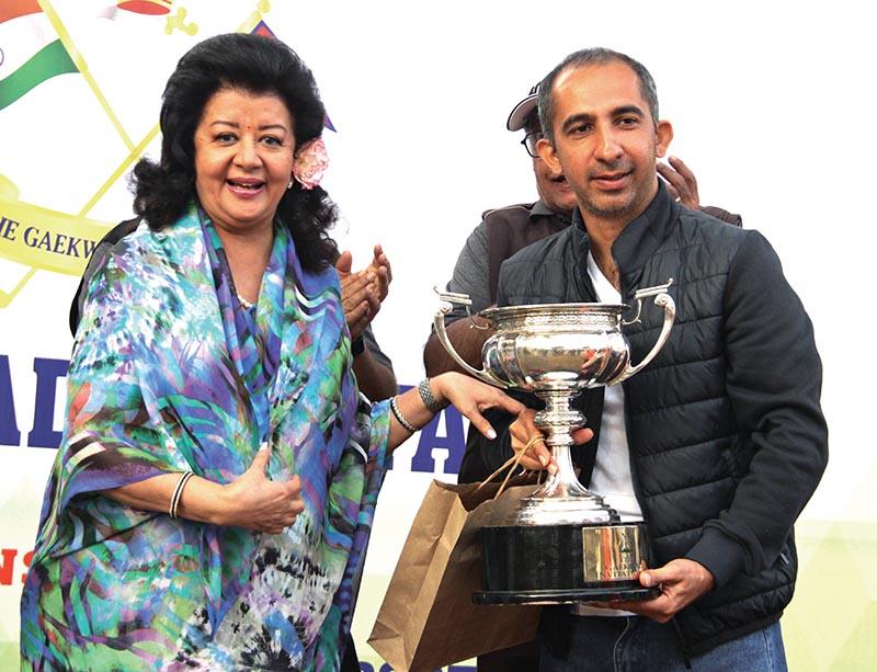 Captain of Indian team Amit Chopra receiving trophy from Princess Asha Raje Gaekwad in Kathmandu. Photo:THT