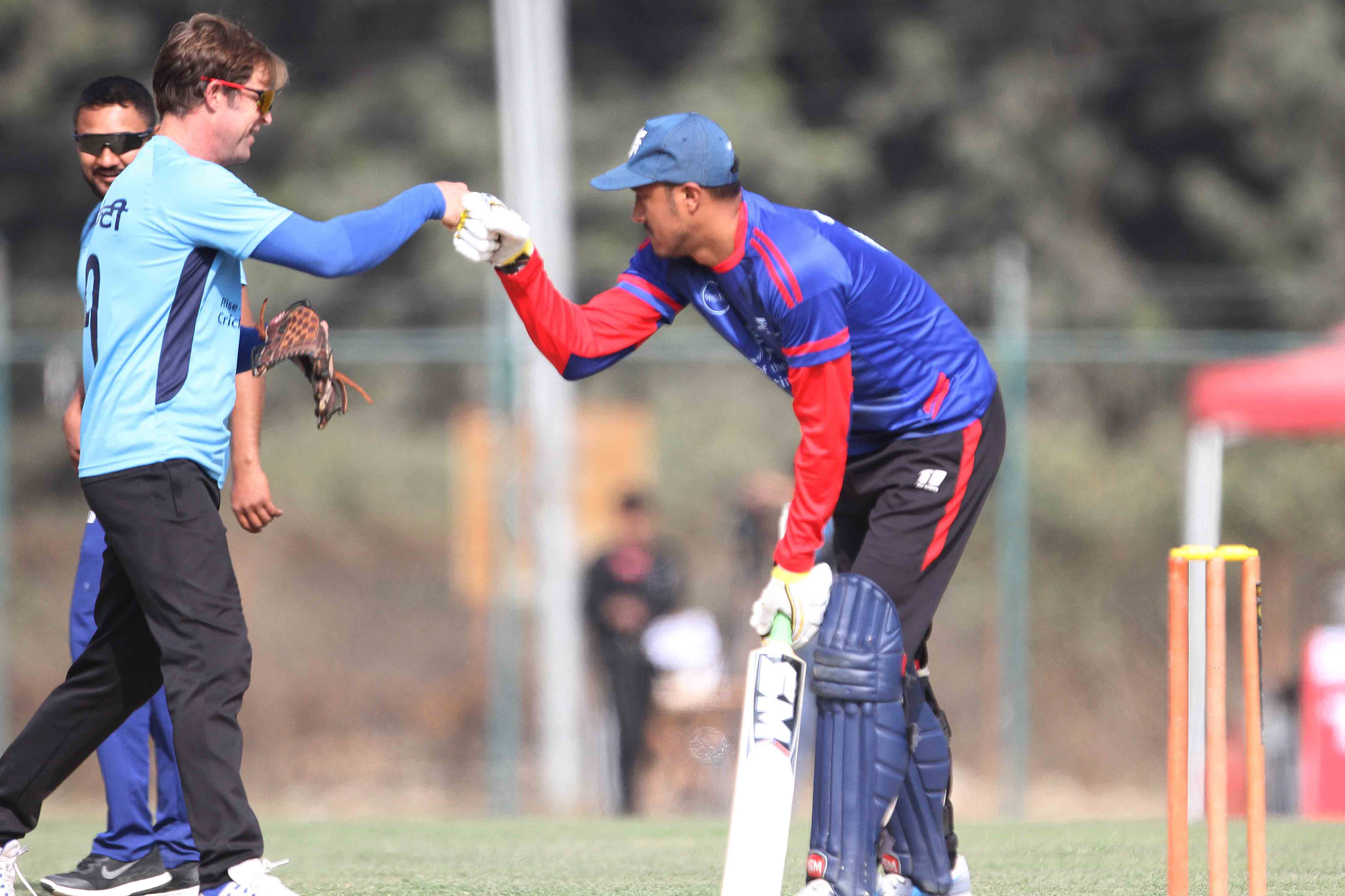 Jonty Rhodes (left) legendary South African cricketer of Jonty 11 toss hands with skipper Paras Khadka of Paras11 during charity cricket match at TU Cricket Stadium in Kirtipur on Saturday. Photo: Udipt Singh Chhetry