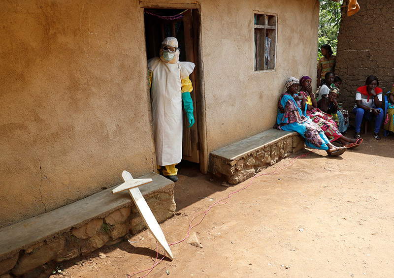 A healthcare worker looks out of a house where a baby is suspected of dying of Ebola, in Beni, North Kivu Province of Democratic Republic of Congo, December 18, 2018. Photo: Reuters